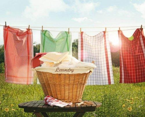 外に置かれた洗濯物