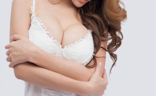 白い下着の女性