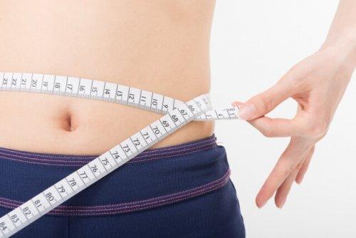 女性のウエスト平均&理想サイズは?ぺたんこお腹を目指す方法も紹介