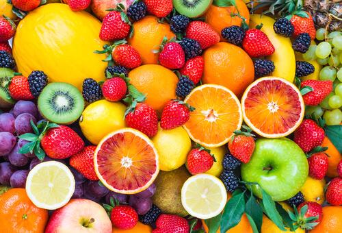 イチゴ、レモンなどの果物