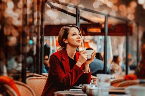 パリ カフェ ひとり