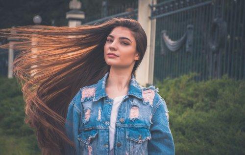 髪のうねりが気になる人必見!正しいヘアケア方法でサラサラ美髪へ!