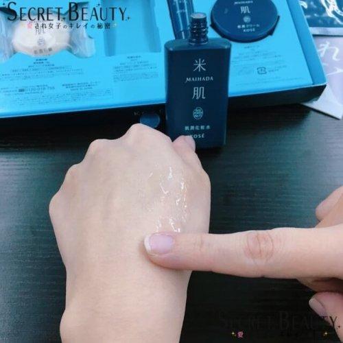 米肌・肌潤化粧水を手に付けた様子