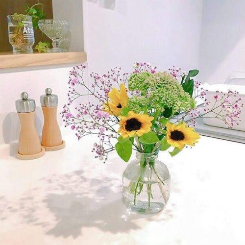 お花が飾られているテーブル